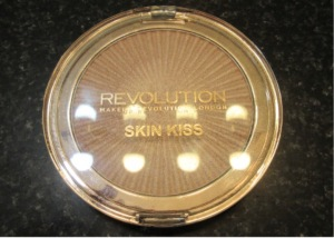 Highlighter+makeup revolution+skin kiss+peach kiss+makeup revolution highlighter+skin kiss highlighter
